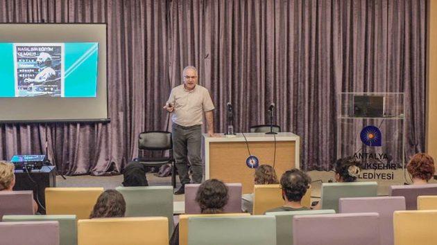 Antalya Bilim Söyleşileri'nde eğitim sistemi ele alındı