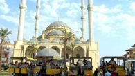 Külliye Camii'ne ziyaretçi akını
