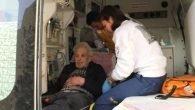 Eve kilitlenen yaşlı adamı komşuları kurtardı