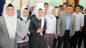 Mezun olduğu okulda öğrencilerle buluştu