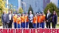 Muratpaşa'da temizliğe kadın eli