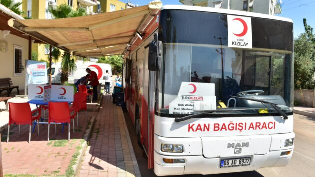 Kepez'den Kızılay'a destek