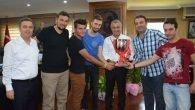 Plajın şampiyonlarından Sözen'e teşekkür ziyareti