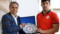 Uysal'dan Şampiyon'a kutlama