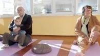 Dede torun yoga seansında