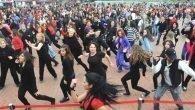 Şiddete danslı protesto