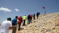 Türk bayrağına saygı tırmanışı